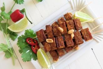 Vegetarische saté van tempeh