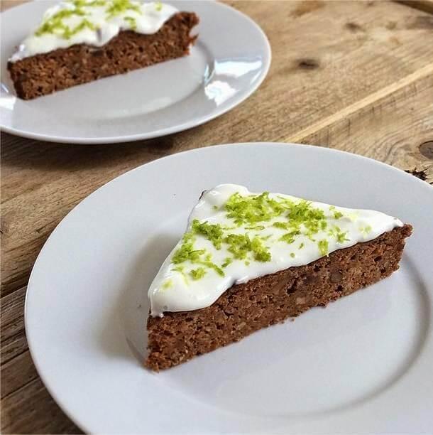 Worteltaart (carrotcake) van speltmeel met roomkaas-limoentopping, Gezonde wortelcake, Wortelcake van speltmeel, Gezonde foodblogs, Gezonde en suikervrije traktaties, Suikervrije worteltaart recept