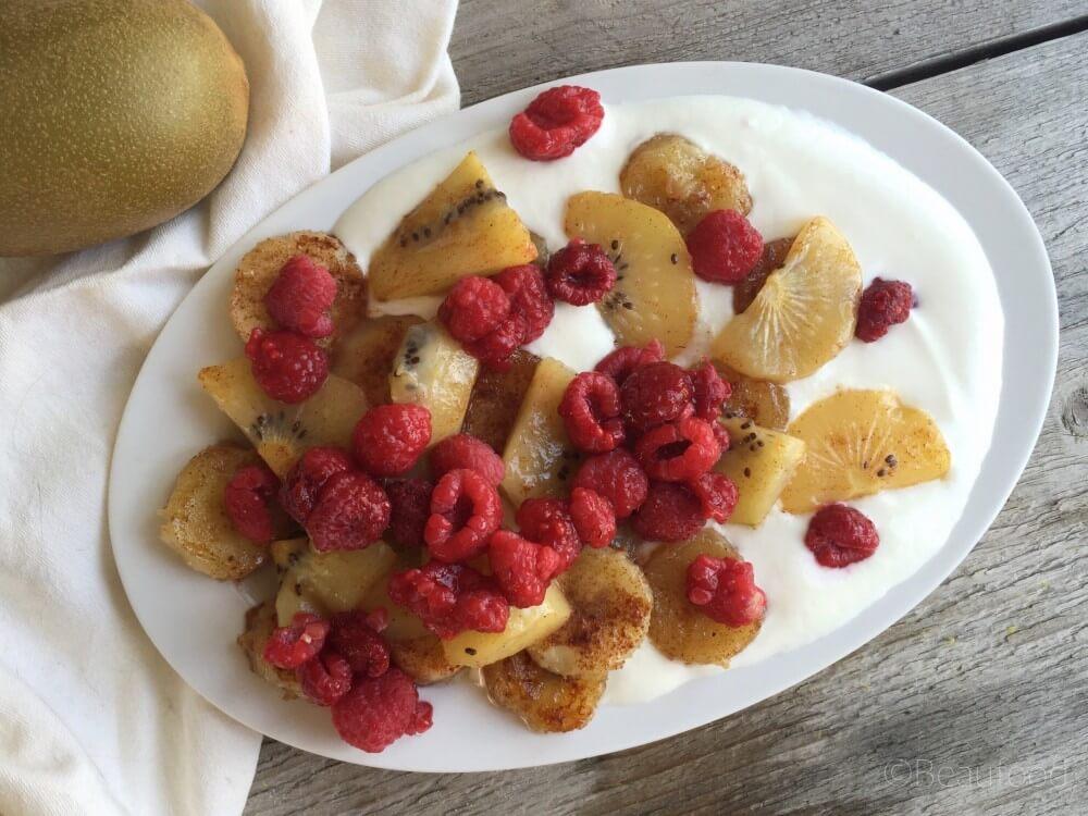 Gebakken fruit met honing en kaneel