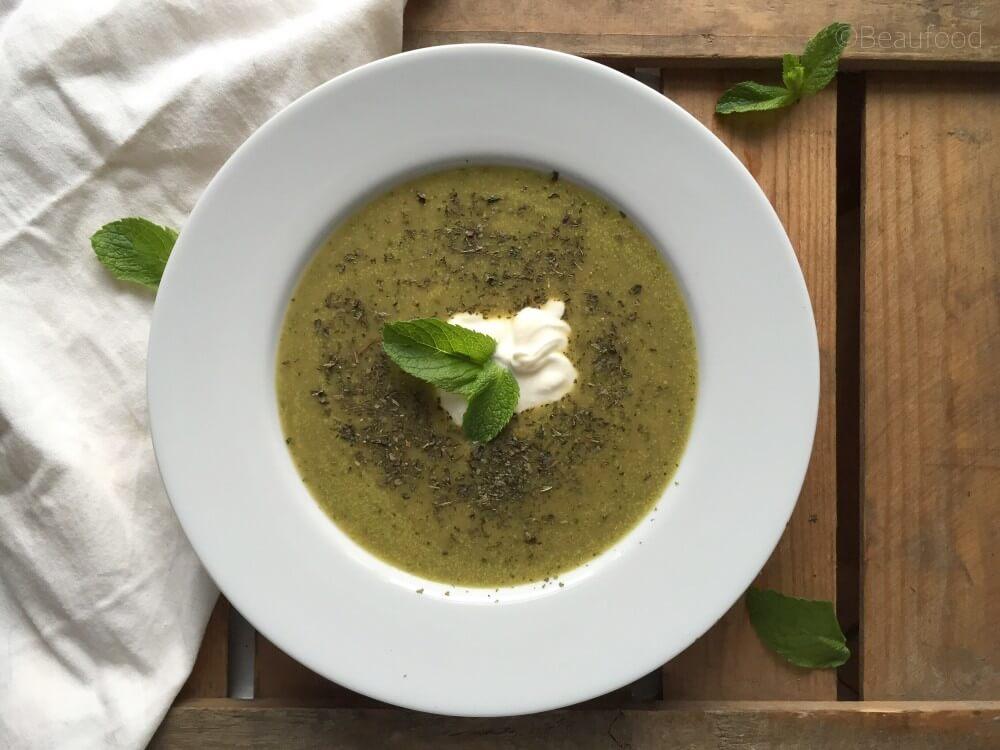 Courgette soep met Turkse yoghut en munt