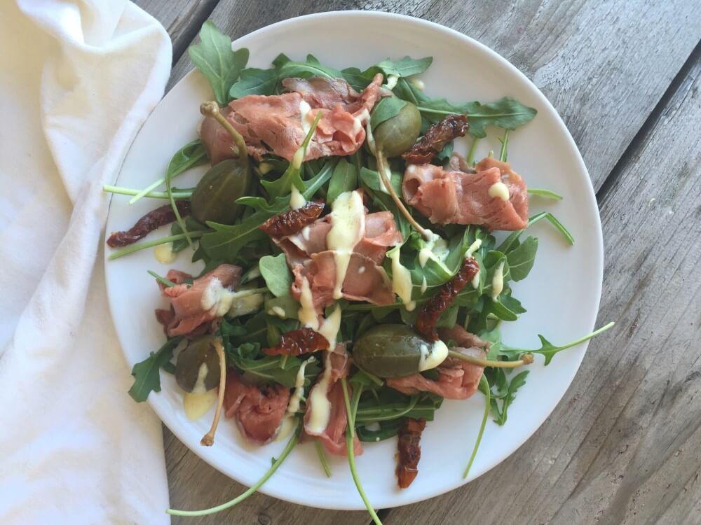 Salade rosbief met truffelmayo en appelkappers