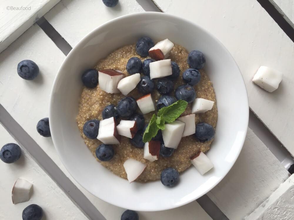 Quinoa pudding met bosbessen en kokos
