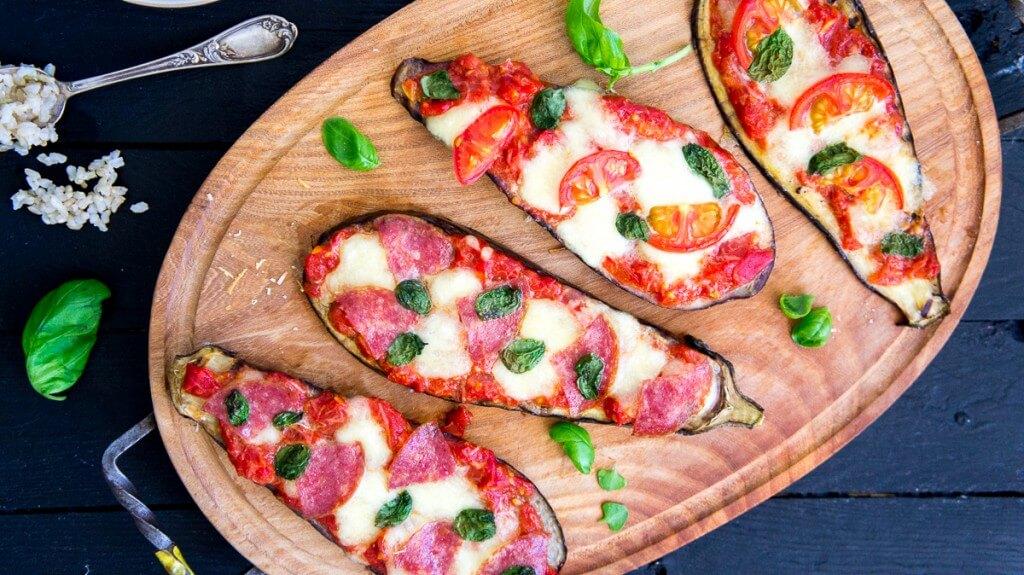 Snelle aubergine pizza's / vega & salami