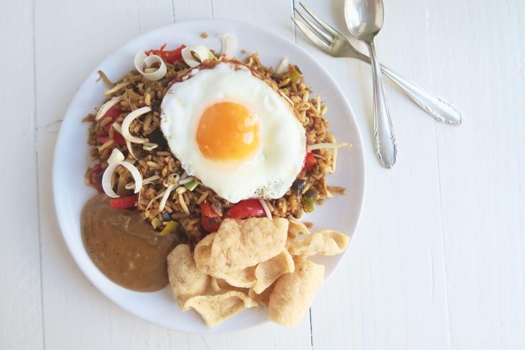 Vegetarische nasi goreng met homemade pindasaus