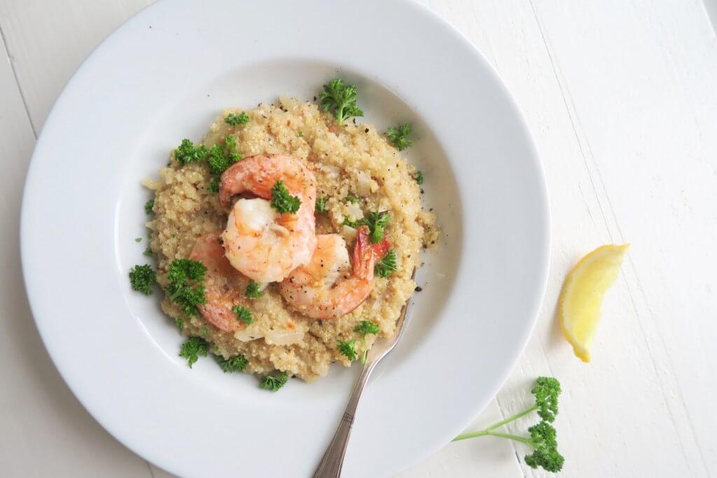 Quinoa risotto met knoflookgamba's