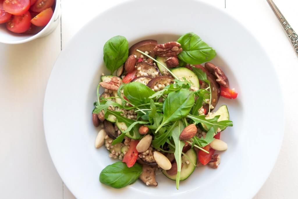 Italiaanse groentesalade met boekweit