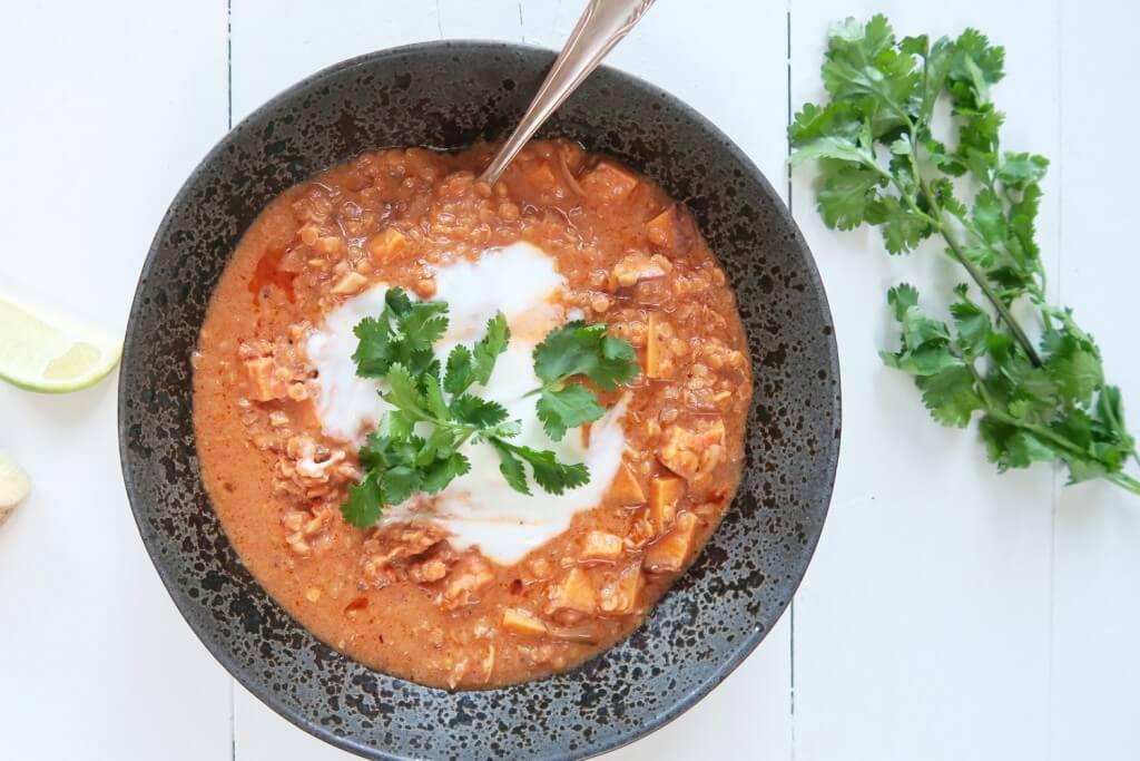 Vegetarische rode linzen curry