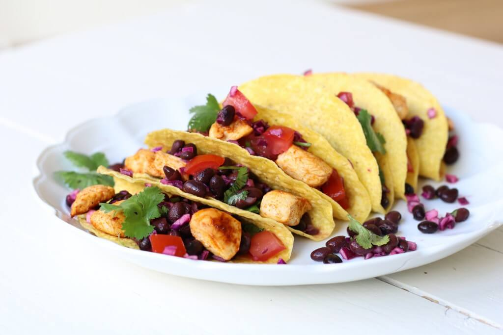Bonen taco's met kip en limoen-avocado mayonaise