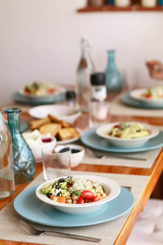 Kikkererwten salade met pesto en avocado