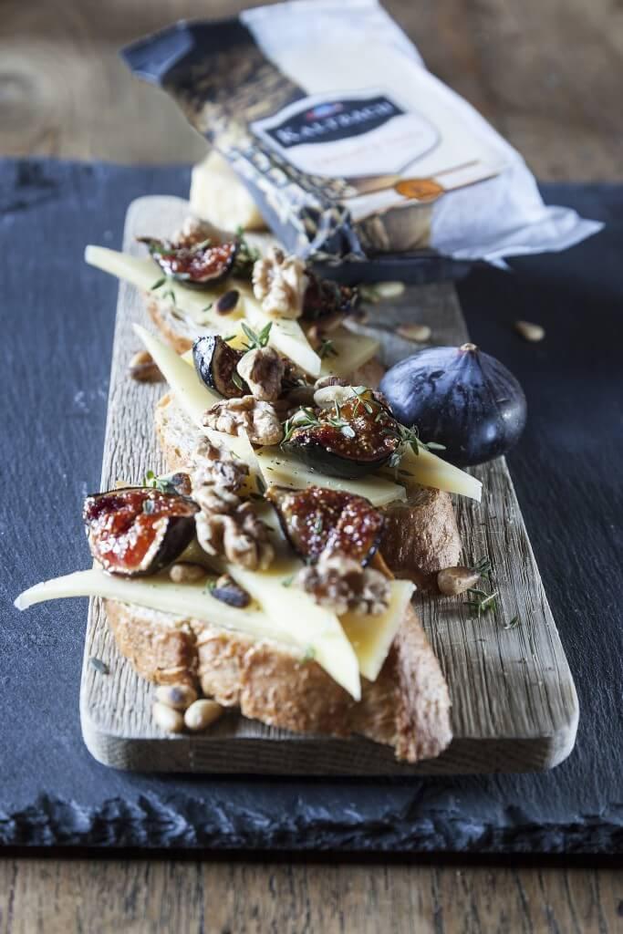 Pincho's met kaas, vijgen, honing en geroosterde pijnboompitten