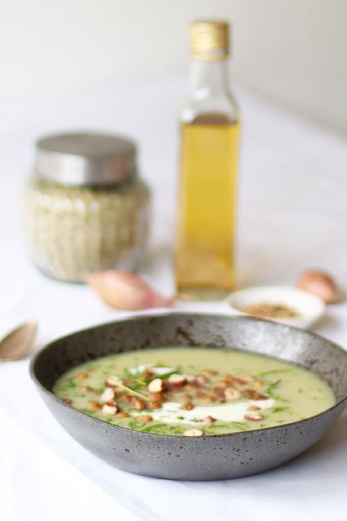 Bloemkoolsoep met geroosterde kikkererwten, Makkelijke en gezonde soepen, Gezonde foodblogger recepten, Gezonde en lekkere foodblogs, Glutenvrij avondeten, Soep van bloemkool, Maaltijd soep recepten, Recepten met bloemkool