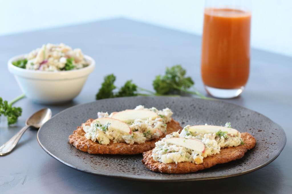 Makreel salade op een havermout broodje, Lunchen zonder gluten, Gezonde foodbloggers, Glutenvrije foodbloggers, Gezonde lunchrecepten, Gezonde spreads voor op brood, Recepten met makreel, Makreel salade maken, Suikervrij broodbeleg, Beaufood recepten, Gezonde borrel hapjes,