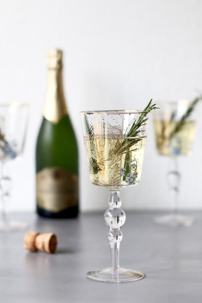 Cava cocktail met licor 43, Cocktails met cava, Cocktails met 43, Makkelijke cocktail recepten, Cocktails met rozemarijn, Beaufood recepten