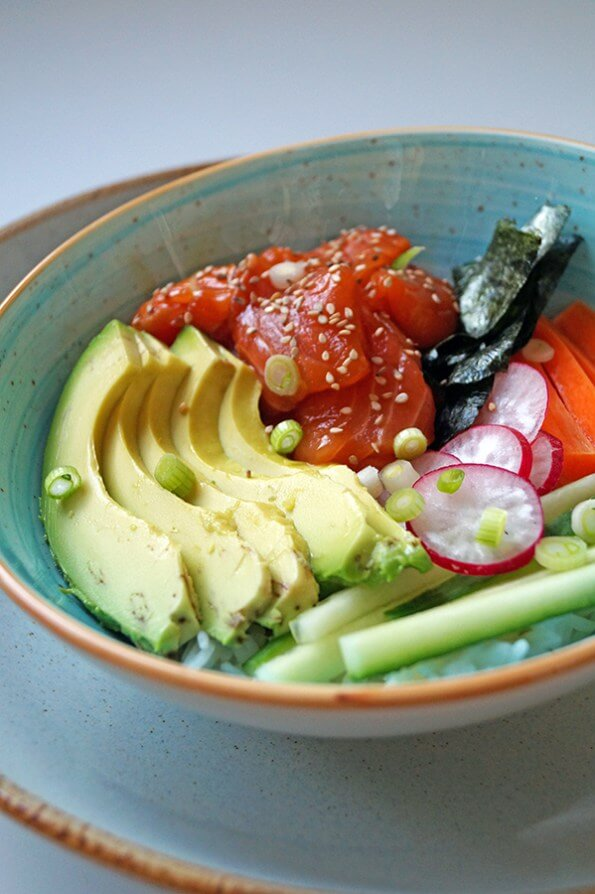 Poké bowl met zalm en avocado, Poké bowl recepten, Rijstbowl recepten, Focus on Foodies recepten, Rijst zalm en avocado, Gezond en glutenvrij avondeten