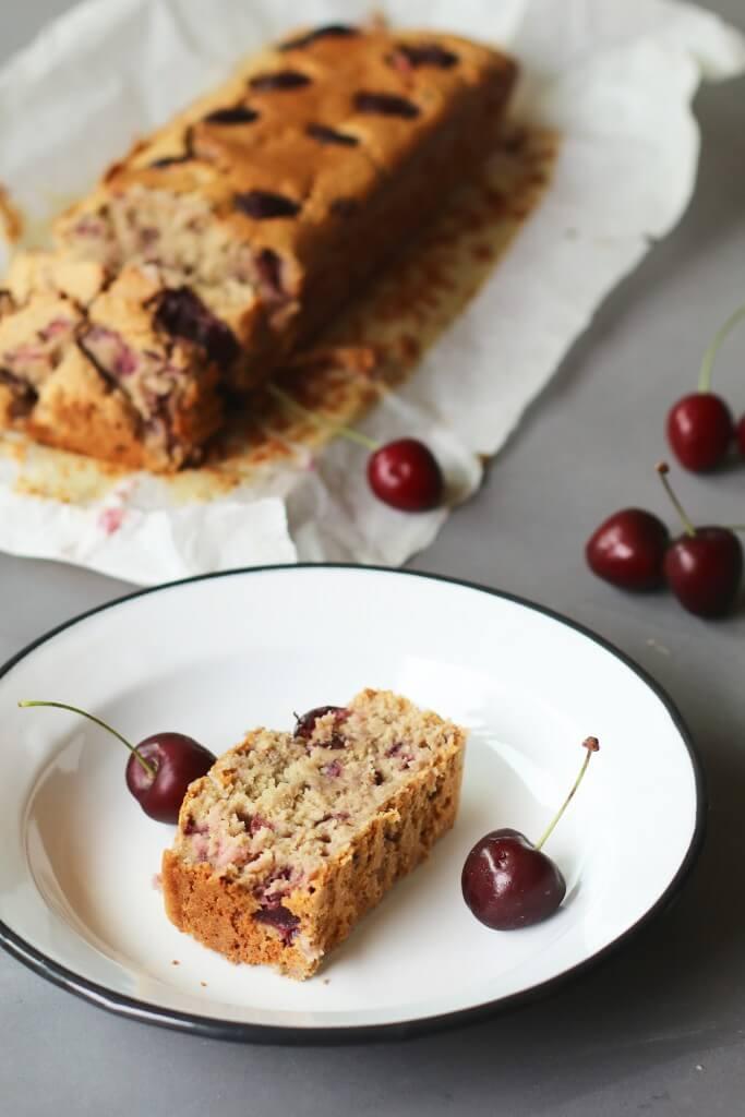 Havermout amandelcake met kersen, Gezonde cake recepten, Gezonde tussendoortjes, Glutenvrije tussendoortjes, Glutenvrije foodblogs, Cake amandelmeel, Beaufood recepten, Kersen recepten