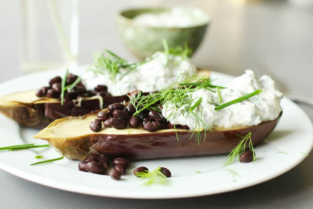 Gepofte aubergine met homemade kruidenkaas, Vegetarisch koken, Vegetarische hoofdgerechten, Kookboeken groenten, Niven Kunz kookboek, Gezond avondeten, Gezond en makkelijk