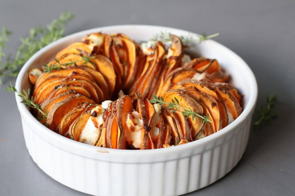 Diner inspiratie, Gezonde foodblogs, Recepten met geitenkaas, Wat eten we vanavond, Zoete aardappel recepten, Zoete aardappel uit de oven, Zoete aardappelschotel met geitenkaas