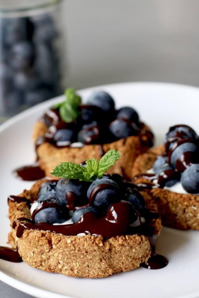 Beaufood recepten, Gezonde taart recepten, Gezonde taartjes, Glutenvrije foodblogs, Glutenvrije taartjes chocolade, Havertaartjes met mascarpone en blauwe bessen, Taartjes blauwe bessen