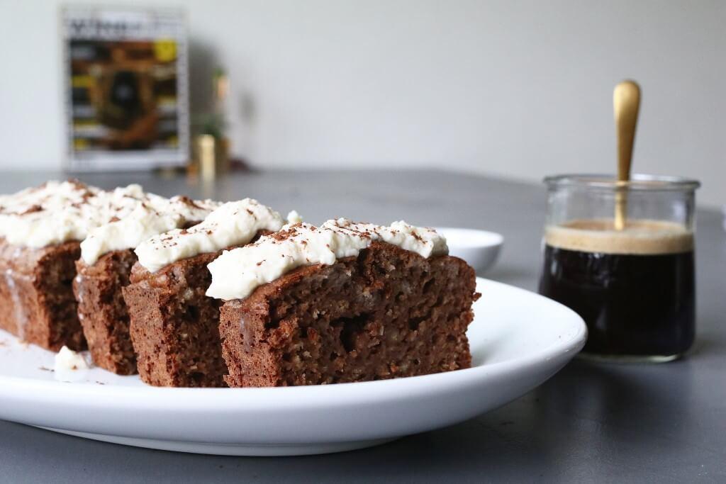 Cappuccino cake van havermout, Glutenvrije cakes, Nespresso KitchenAid review, Cappuccino recepten, Beaufood recepten, Gezonde en lekkere cakes, Glutenvrije tussendoortjes, Tussendoortjes koffie, Havermout cake recepten, Glutenvrije foodblogs