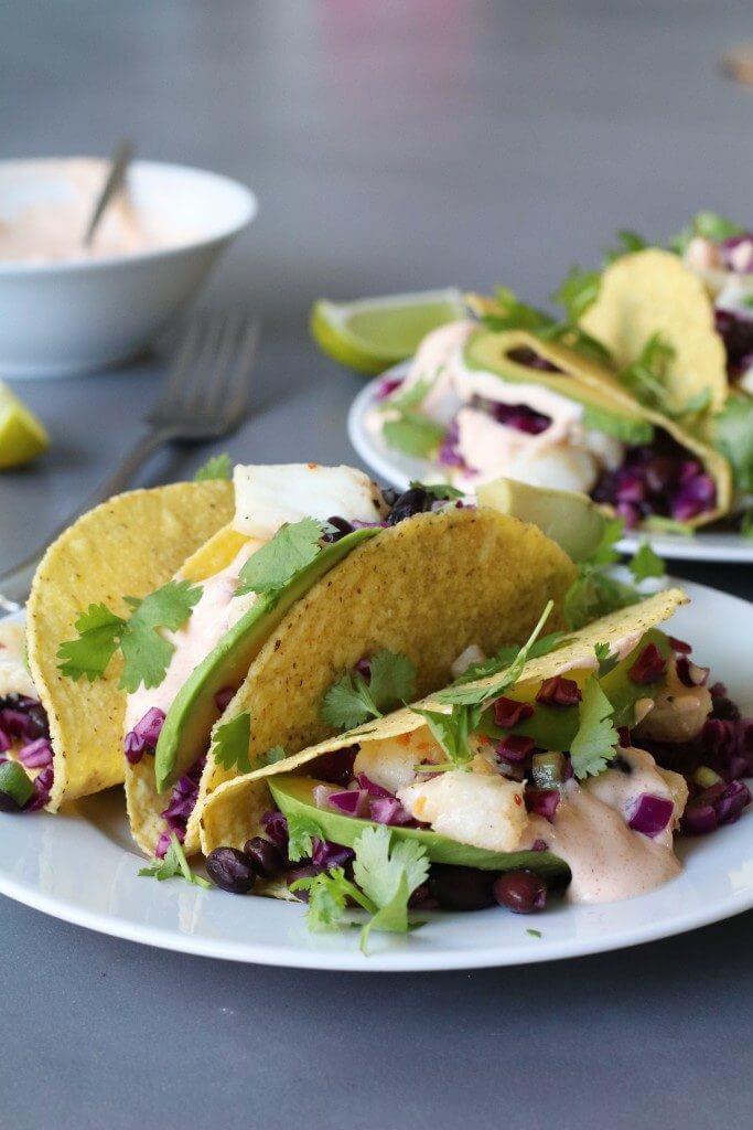 Tacoschelpen met kabeljauw, bonensalade en pittige mayo, Gezond en lekker avondeten, Glutenvrij avondeten, Beaufood recepten, Taco's met vis, Gezonde foodblogs