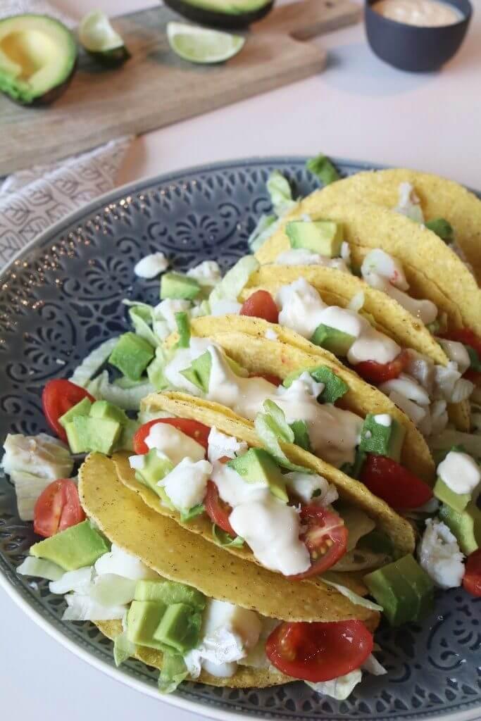Vis taco's met avocado en limoen mayonaise, Koken met floww kraan, Panvulstand Floww waterkraan, Gezonde taco recepten, Beaufood recepten, Glutenvrije foodblogs, Gezond en lekker avondeten, Zelf limoenmayo maken
