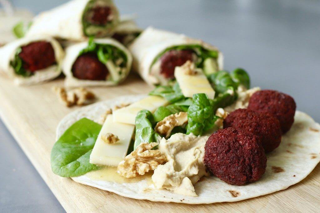 Vega burrito's met falafel en Gruyère, Vegetarische borrelhapjes, Lekkere en makkelijke hapjes, Kerstborrel hapjes, Falafel recepten, Gezonde hapjes, Beaufood recepten, Gezonde foodblogs, Emmi KALTBACH recepten, Gruyère recepten