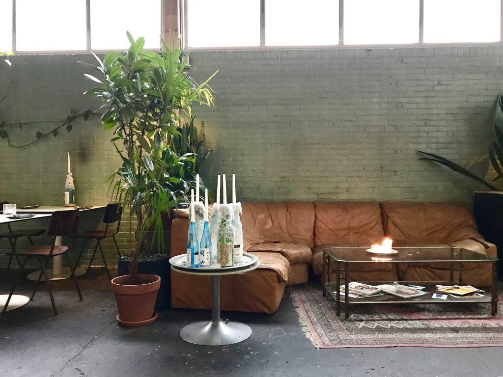 Vintage Meubels Utrecht : Chillen op vintage meubels & de lekkerste aziatische fusion