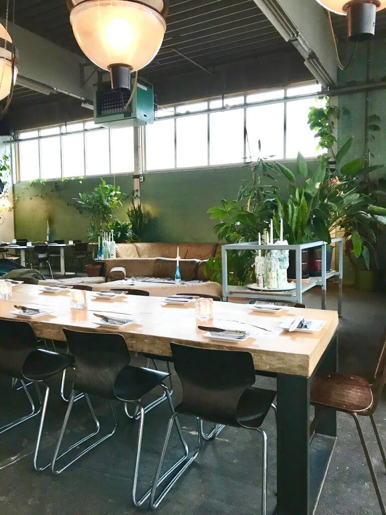 Chillen op vintage meubels & de lekkerste Aziatische fusion gerechtjes delen   Restaurant Le:en in Utrecht, Hotspots Utrecht, Leuke lunchplekken Utrecht, Gezellig lunchen Utrecht, Vegan lunchen Utrecht, Aziatisch eten Utrecht, Utrecht bloggers