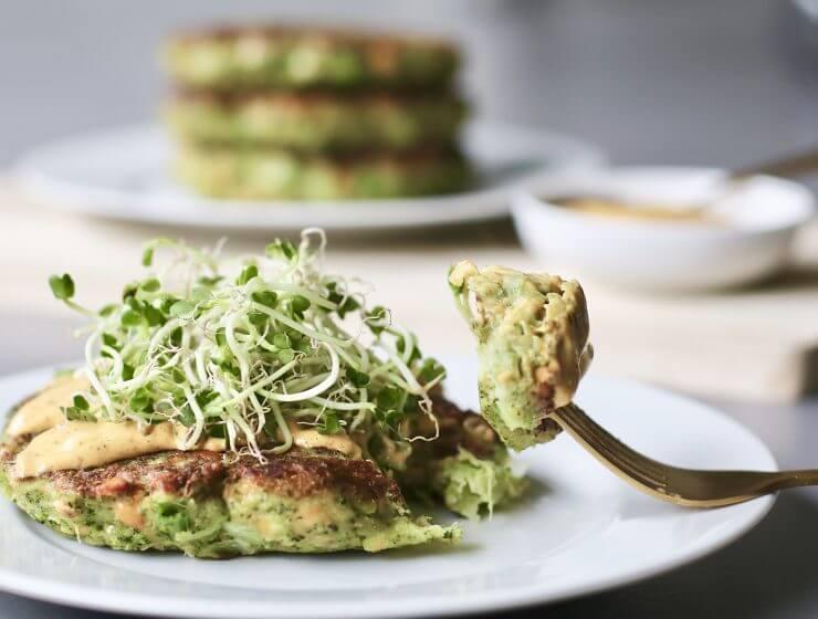 Broccoli burgers met madras-mayo , vegetarische burgers, Broccoli recepten, Beaufood recepten, Gezonde foodblogs, Slanke avondmaaltijden, Gezond fastfood, Voedzame foodblogs