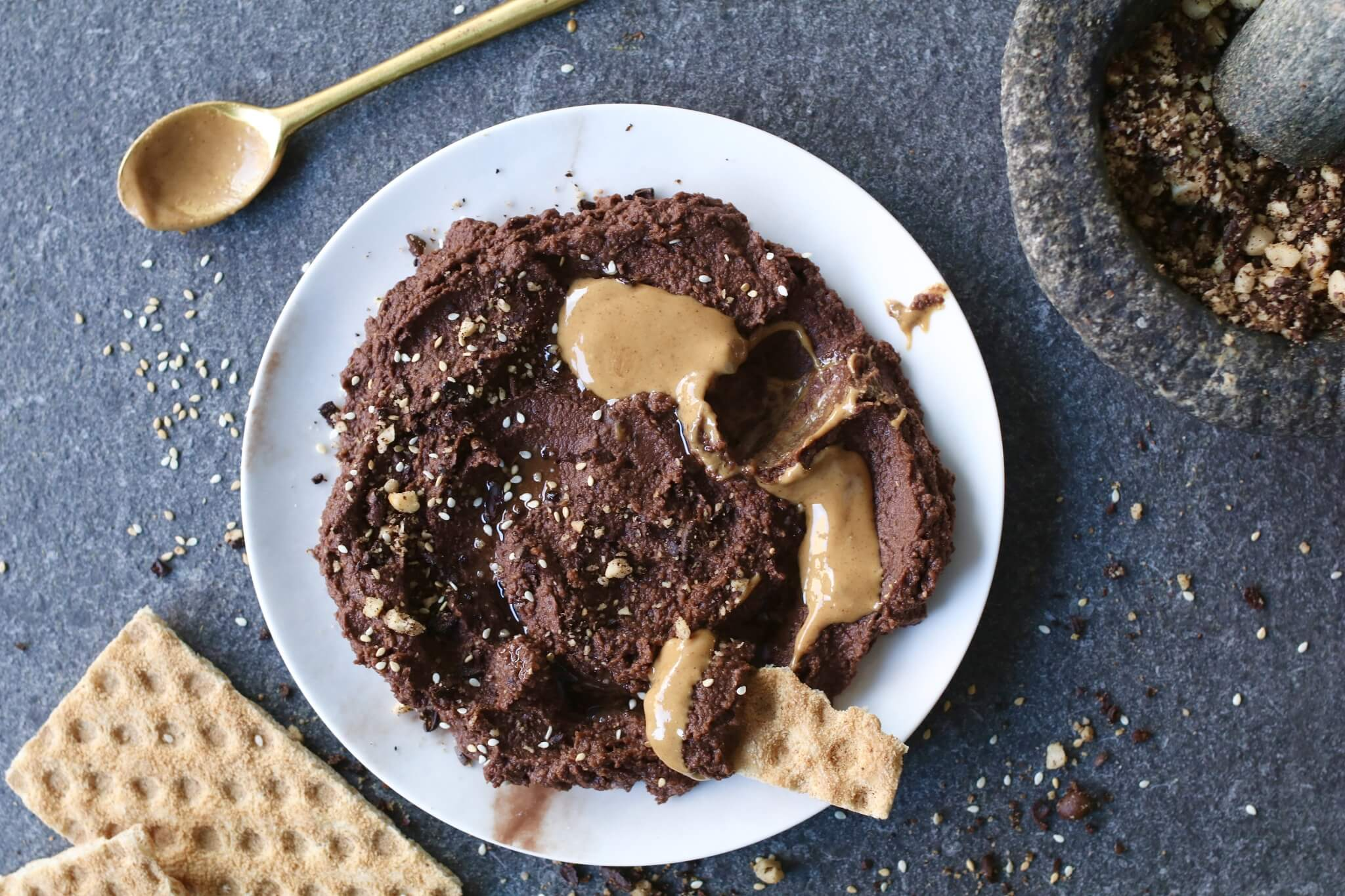 Chocolade hummus, Suikervrij broodbeleg, Gezond broodbeleg, Gezonde tussendoortjes, Beaufood recepten, gezonde foodblogs, leuke foodblog, Gezonde chocolade pasta, Suikervrije chocolade pasta