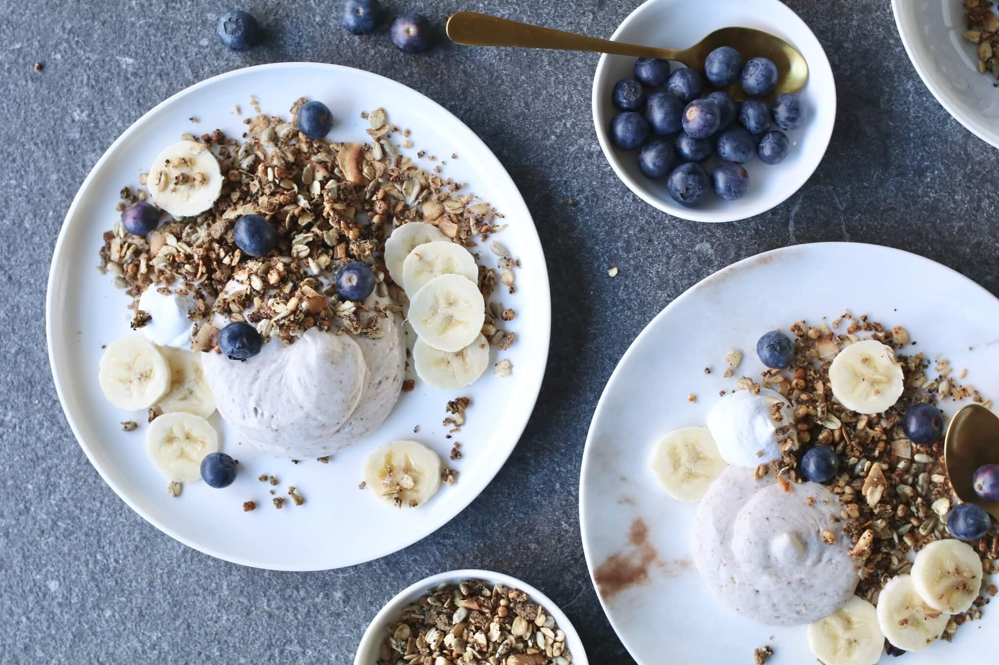 Bananenroom met koffie granola, Gezonde ontbijtjes, Granola Eat Natural, Suikervrije granola, Ontbijten zonder brood, Beaufood ontbijt, Koollhydraatarm ontbijt, Gezond en lekker ontbijt, Gezonde foodblogs