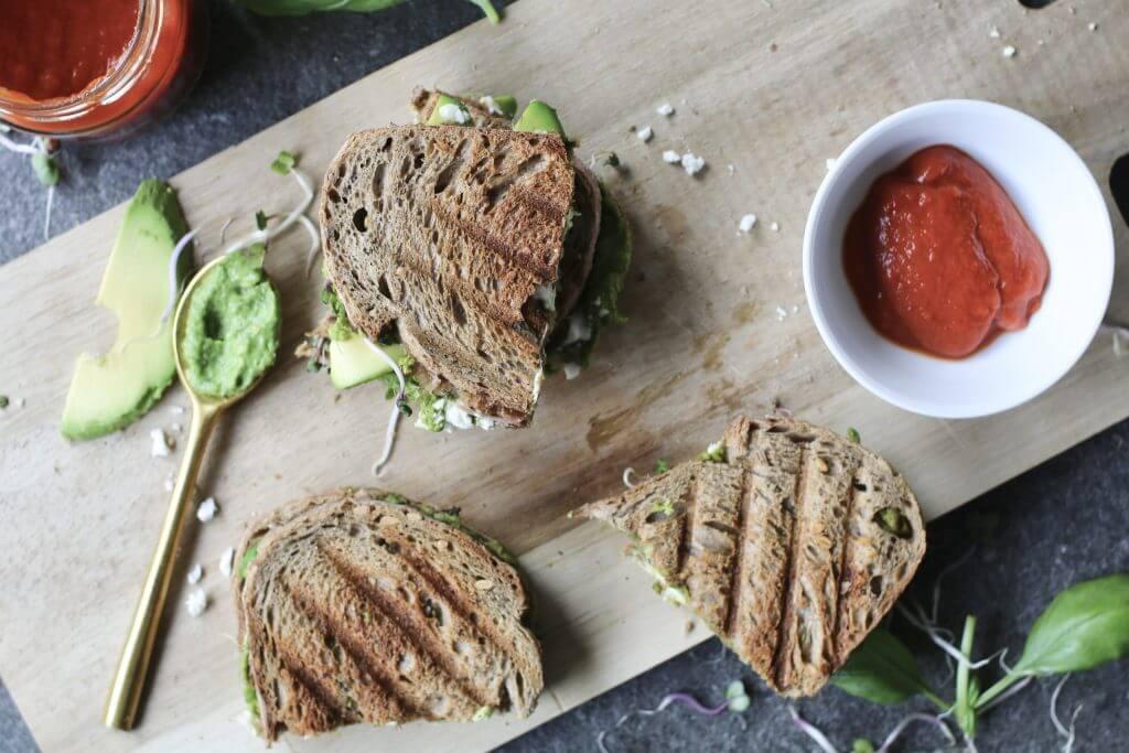 Tosti met feta en avocado-pesto, Gezonde tosti's, nieuwe sauzen AH, Ketchup natuurlijke suikers, Tosti avocado, Tosti recepten, Beaufood recepten, Beaufood lunch