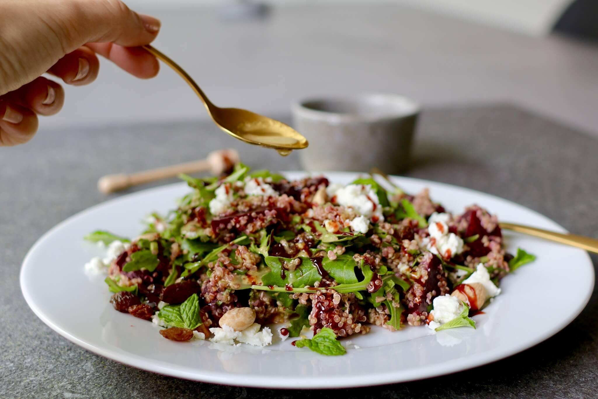 Quinoa salade met feta en amandelen, Gezonde lunch salades, Glutenvrij lunchen, Lunchen zonder brood, Beaufood recepten, Gezonde foodblogs, Glutenvrije foodblogs