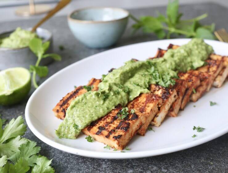 Tofu met avocado chimichurri, Gezond avondeten, Glutenvrij avondeten, Beaufood recepten, Tofu recepten, Tofu grillen, Slanke avondmaaltijden