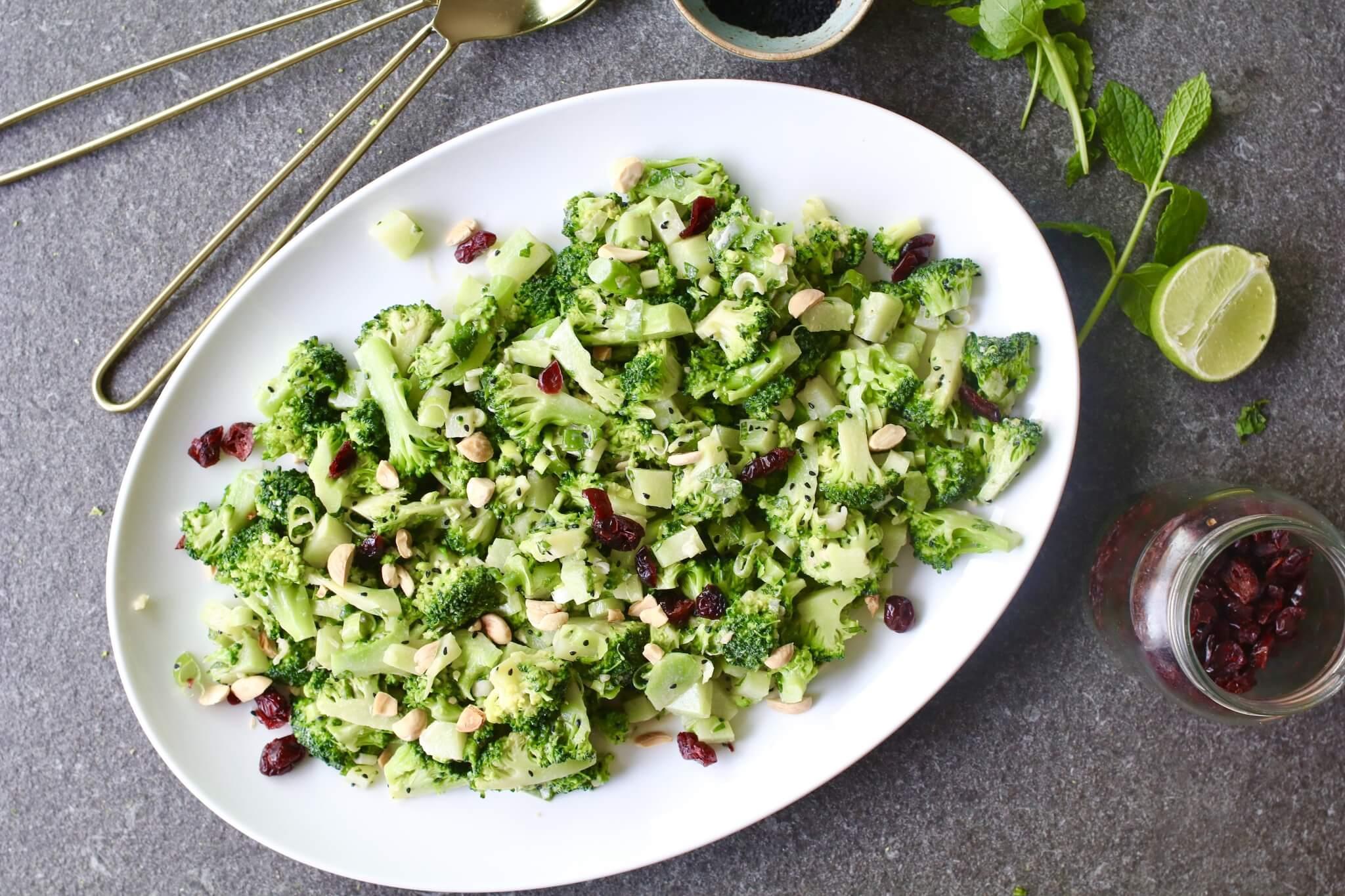 Aziatische broccolisalade met amandelen, Lunch salades, Gezonde salades, Gezonde foodblogs, Beaufood recepten, Lunchen zonder brood, Gezonde barbecue recepten, Glutenvrije foodblogs