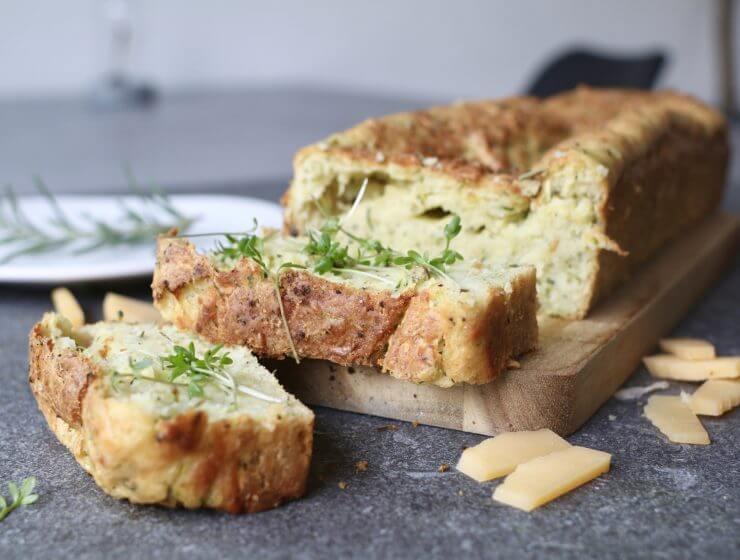 Courgettebrood met parmezaanse kaas, Gezonde tussendoortjes, Gezonde foodblogs, Beaufood recepten, Gezonde broden, Zelf hartige broden maken, Gezonde borrelhapjes, Glutenvrije borrelhapjes, Borrelhapjes oven