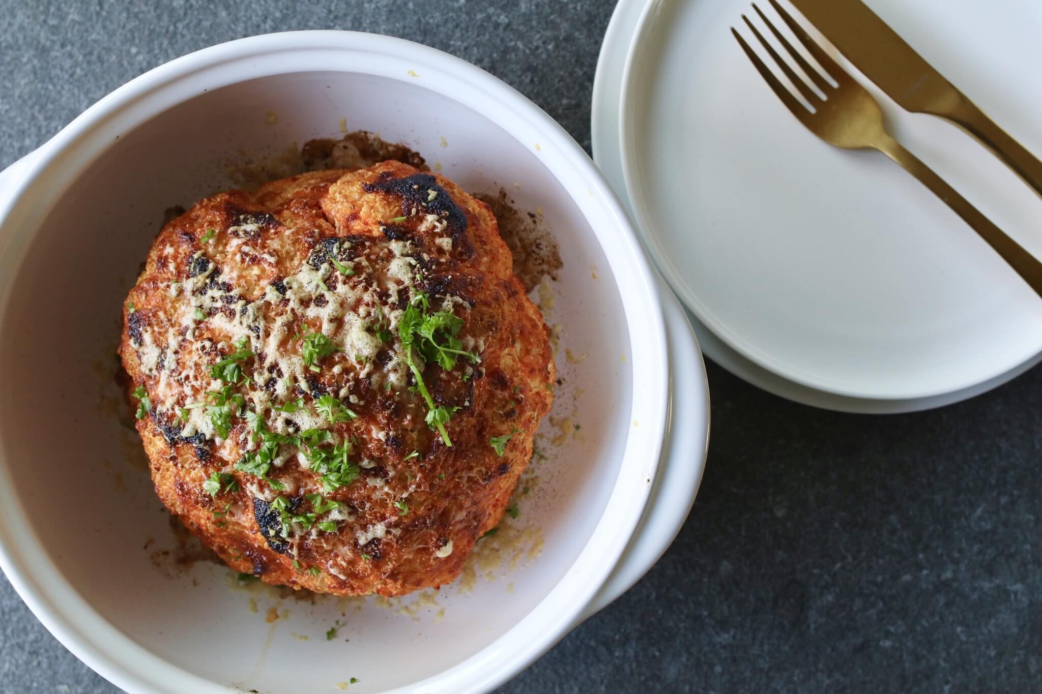 Kruidige hele bloemkool uit de oven, Vegetarisch avondeten, Glutenvrije foodblogs, Beaufood recepten, Bloemkool oven. Gezond avondeten, Gezond en makkelijk avondeten, Koolhydraatarme recepten avond, Bloemkool marinade recept