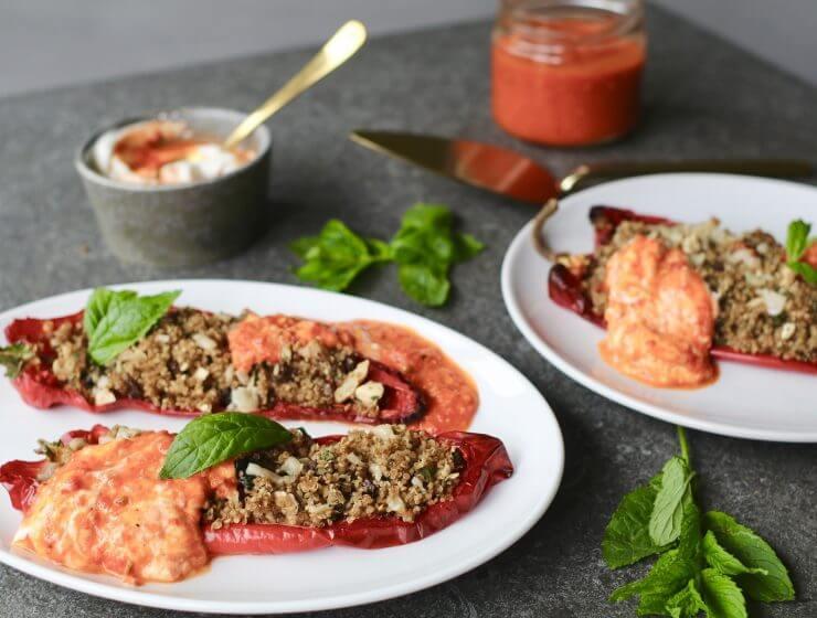 Gevulde puntpaprika met quinoa en harissa yoghurt, Glutenvrij avondeten, Gezond avondeten, Gezonde recepten, Gezonde foodblogs, Vegetarisch avondeten, Beaufood recepten, Zelf harissa maken, Leuke foodblogs