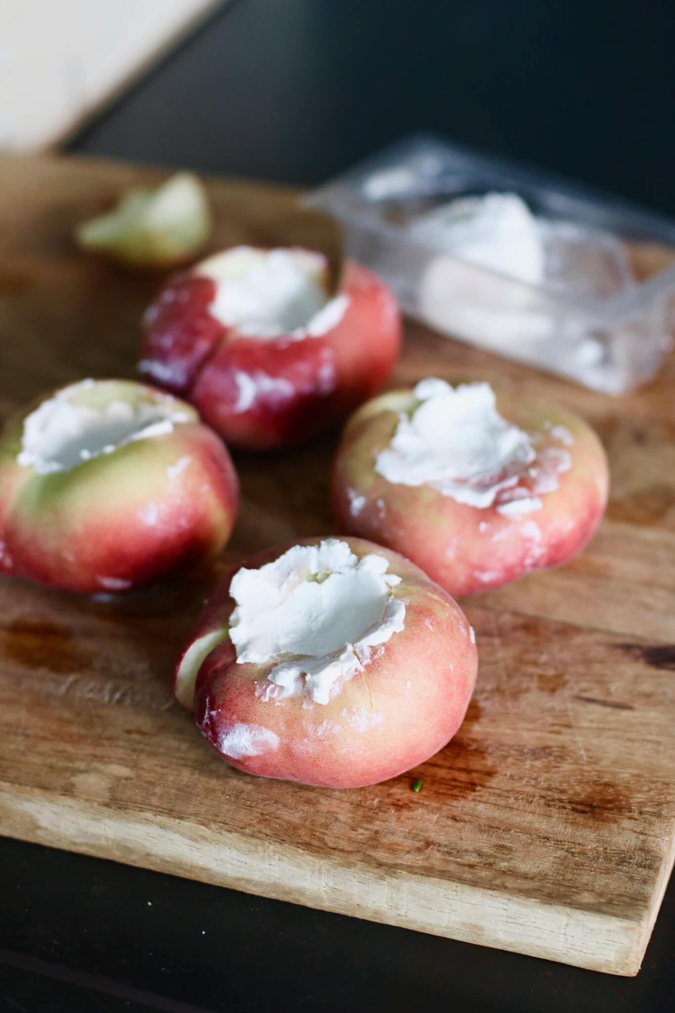 Gevulde geitenkaas perziken van de barbecue Beaufood | Bbq